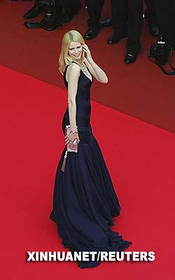 5月22日,德国名模克劳迪娅·希弗出席在法国南部海滨城市戛纳举行的第60届戛纳电影节。