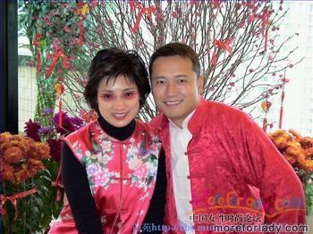 90年初,苗戚经过8年爱情长跑终于结成正果,举行了盛大的婚礼