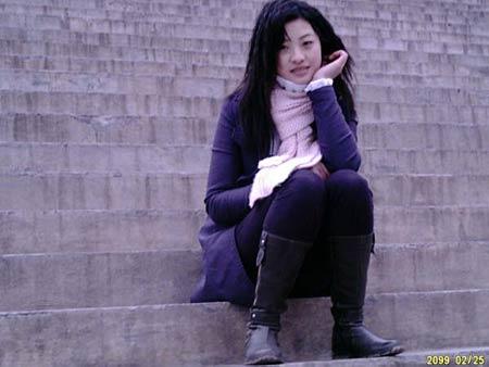 重庆美女大学生参加炒股大赛 广受股民追捧(图)
