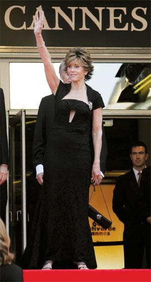 年近70的简·方达在戛纳的受关注程度,并不亚于年轻的女明星。图/CFP
