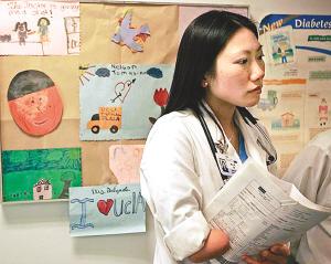 无腿独臂美华裔少女当上医生 组图