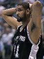 图文:[NBA]爵士VS马刺 邓肯很无奈