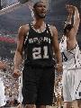 图文:[NBA]爵士VS马刺 邓肯庆祝进球