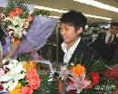 图文:国乒载誉抵达北京 郭跃笑得很甜蜜