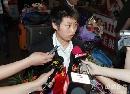 图文:国乒载誉抵达北京 郭跃面对长枪短炮