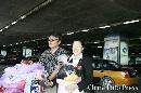 图文:国乒载誉抵北京 王楠和她老公微笑出机场