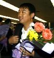 图文:国乒载誉抵北京 刘国梁抵达首都机场
