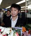 图文:国乒载誉抵北京 郭跃抵达首都机场