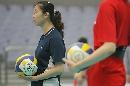 图文:王一梅张娜恢复训练 张娜观看队友训练
