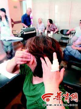 司老太的手指、耳朵等多处受伤