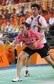 图文:中国羽毛球队内对抗 郑波准备发球