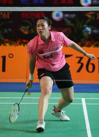 图文:中国羽毛球队内对抗 高崚步法灵活