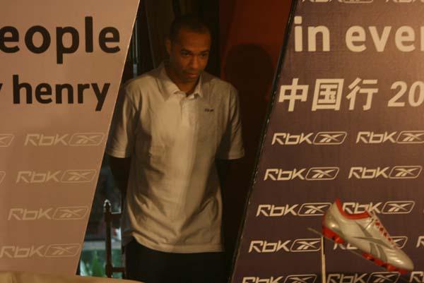 图文:亨利北京代言某品牌 枪手王款款而来