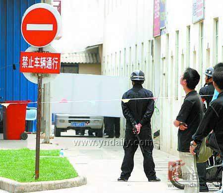警方封锁现场 本报记者 周明佳 摄