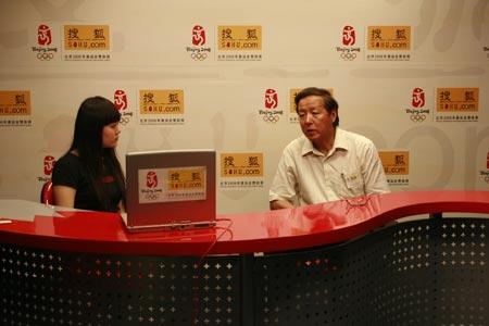 杨东平和主持人探讨如何借鉴国外高考制度经验