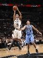 图文:[NBA]马刺VS爵士 帕克跳投