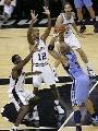 图文:[NBA]马刺VS爵士 鲍文防守