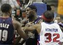 图文:[NBA]骑士VS活塞  詹姆斯为队友出头