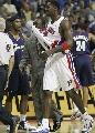 图文:[NBA]活塞VS骑士 麦克戴斯被罚出场
