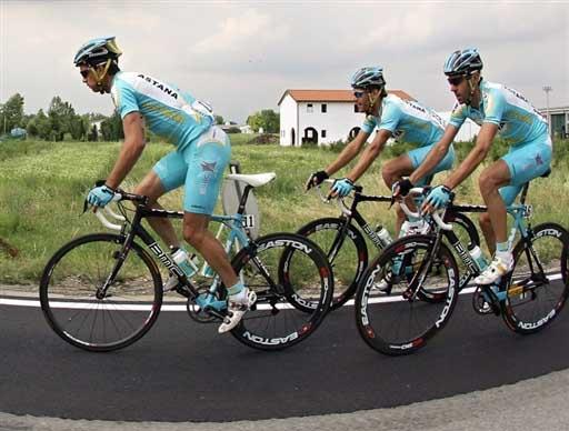 图文:环意自行车第18赛段 米尔拉姆车队前进