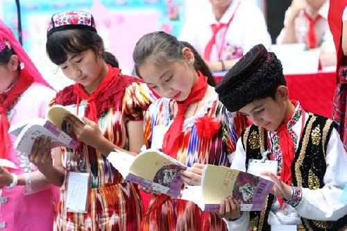 56民族儿童与广州少年欢乐过六一儿童节