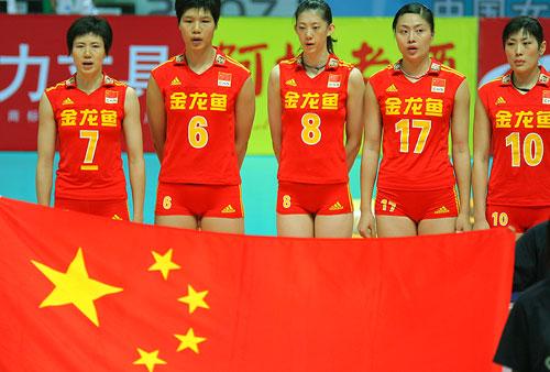 图文:女排精英赛中国vs古巴 中国女排英姿飒爽