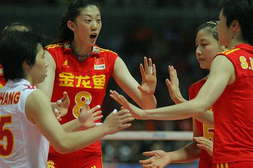 图文:女排精英赛中国vs古巴 中国女排庆祝得分