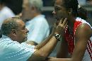 图文:中国女排3-2古巴夺冠 拉米雷斯面部受伤