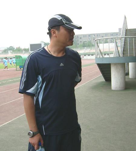 图文:[中甲]宏登备战呼和浩特 张旭接受搜狐采访