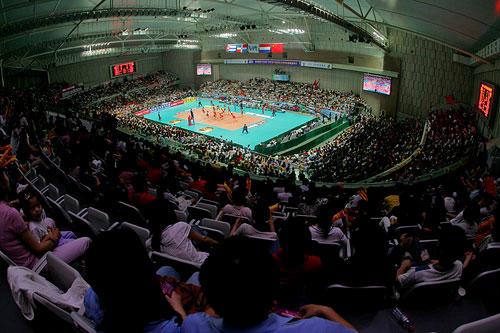 图文:中国女排3-2古巴夺冠 排球馆座无虚席