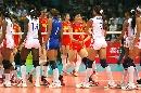 图文:中国女排3-2古巴夺冠 赛后握手致意