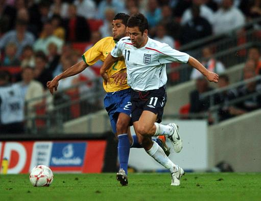 图文:英格兰1-1巴西 科尔强突阿尔维斯