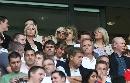 图文:英格兰1-1巴西 辣妹看台上观战