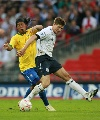 图文:英格兰1-1巴西 小罗难阻杰拉德