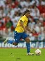图文:英格兰1-1巴西 小罗跑动中施杀招
