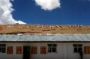 图文:志愿者造访查果拉哨所 哨所旁的标语