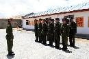 图文:志愿者造访查果拉哨所 守边防解放军战士