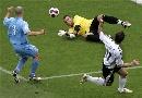 图文:[欧预赛]德国6-0圣马力诺 克洛泽运气差