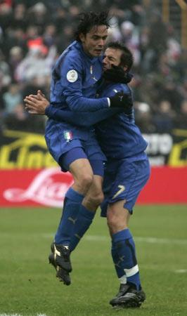图文:[欧预赛]法罗群岛VS意大利 皮因组合重现