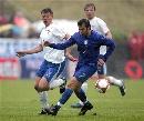 图文:[欧预赛]法罗群岛1-2意大利 小皮带球
