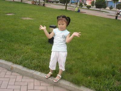 一个小女孩的考试图片