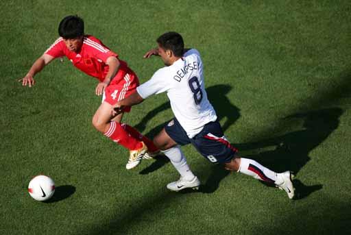 图文:美国队4-1大胜中国队 邓普希追赶张耀坤