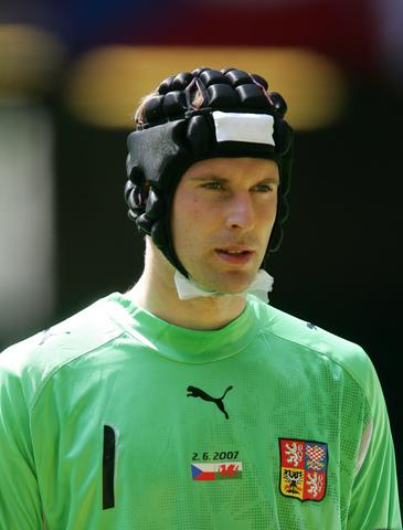 图文:[欧预赛]威尔士0-0捷克 切赫扮相依旧