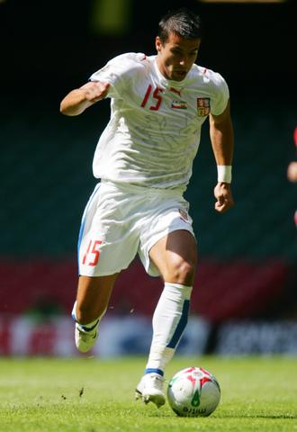 图文:[欧预赛]威尔士0-0捷克 巴罗什迎风突破