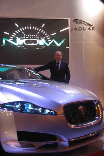 捷豹设计总监Ian Callum先生与捷豹C-XF概念车