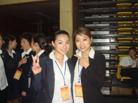 图文:毕文静执法全国体操赛 和美女裁判刘璇