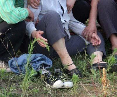 水库边留下孩子的鞋。图片来源:CFP