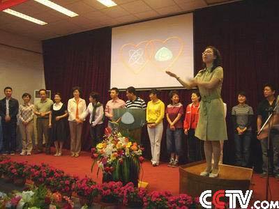 不少小朋友都是在爸爸妈妈的陪伴下度过的节日,而北京市第四聋人学校图片