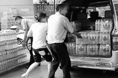 昨天,无锡商贸部门组织纯净水采购,力保市场供应