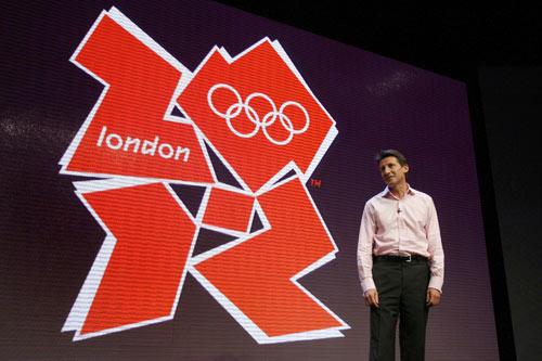 图文:2012奥运会徽宣布 主席塞巴斯蒂安科